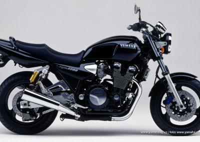 2000-XJR1300 Black (BL2)
