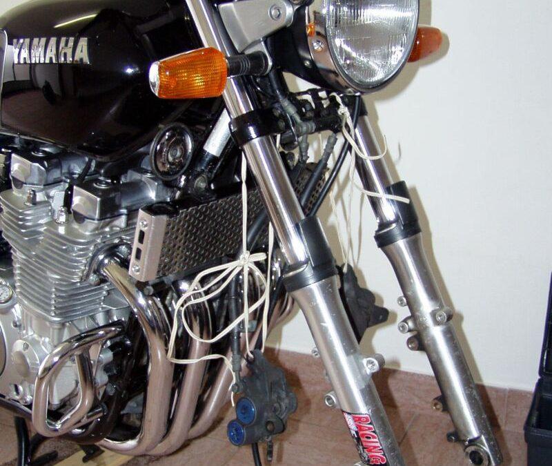 Výměna tlumičového oleje XJR 1300